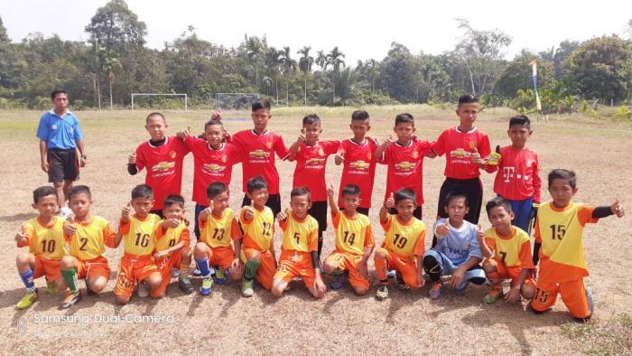 Tim Bola MIN 2 Tanjab Timur raih Juara 3 Turnamen Sepak Bola Tingkat Kecamatan