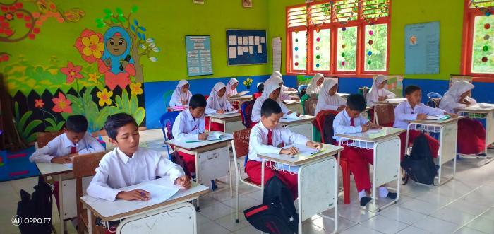 Pelaksanaan Ujian Akhir Semester ganjil di MIN 2 Tanjab Timur Berjalan Sukses.